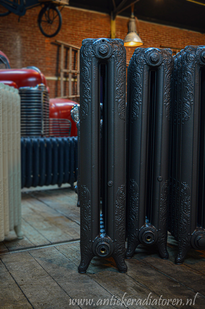 oude bewerkte radiator 216