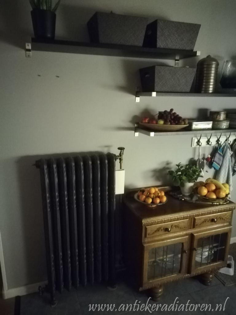 geplaatste gietijzeren radiator 112