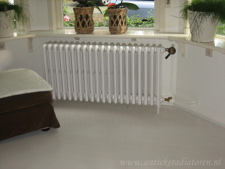 Spijltjes radiator in lichte kleur