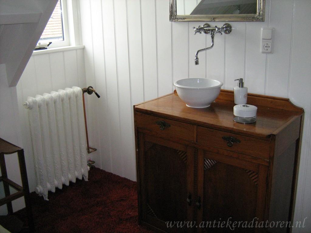 geplaatste gietijzeren radiator 33