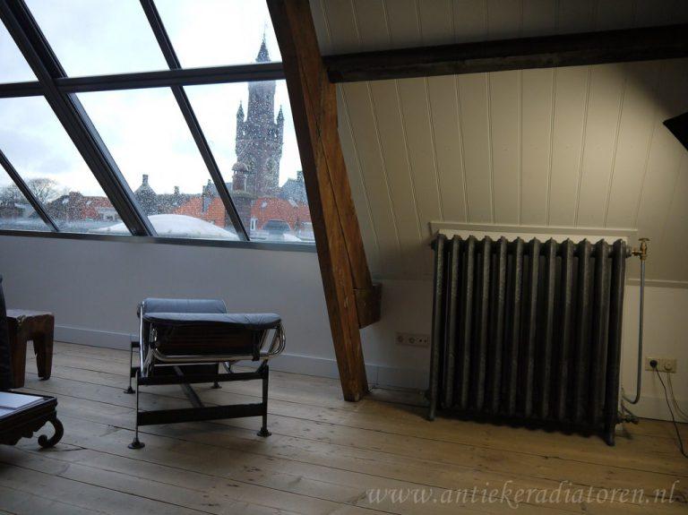 Originele gietijzeren rococo radiator