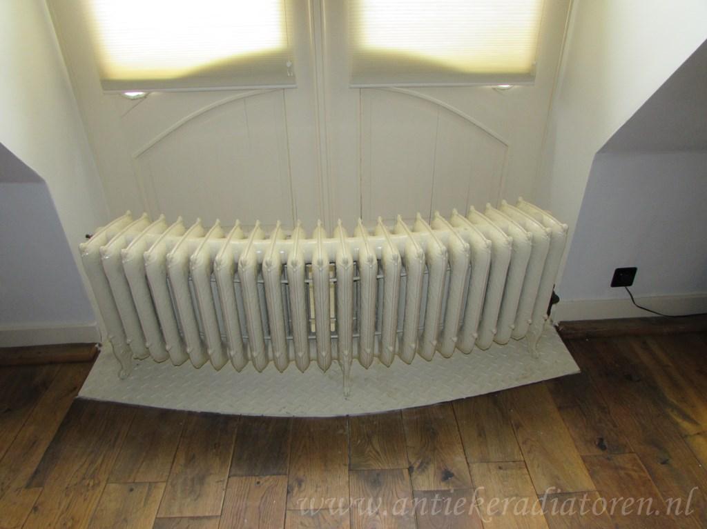 geplaatste gietijzeren radiator 94