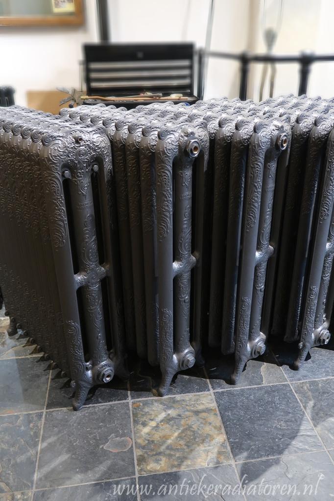 oude bewerkte radiator 107 b