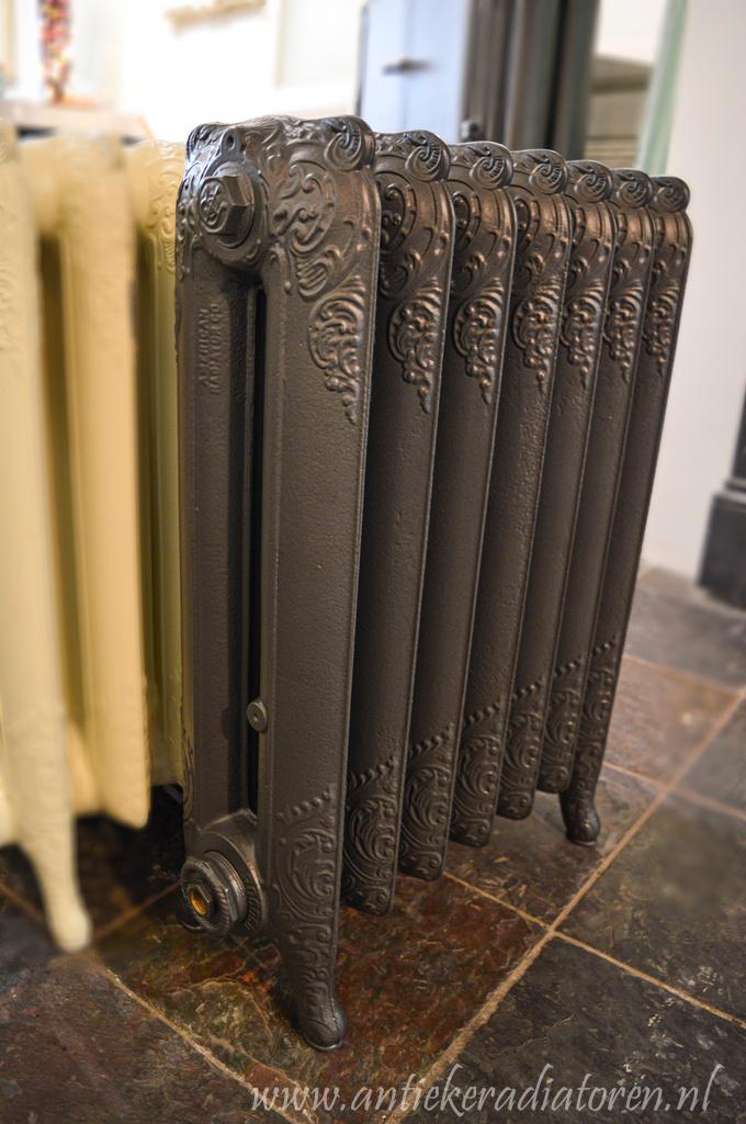 oude bewerkte radiator 114 b