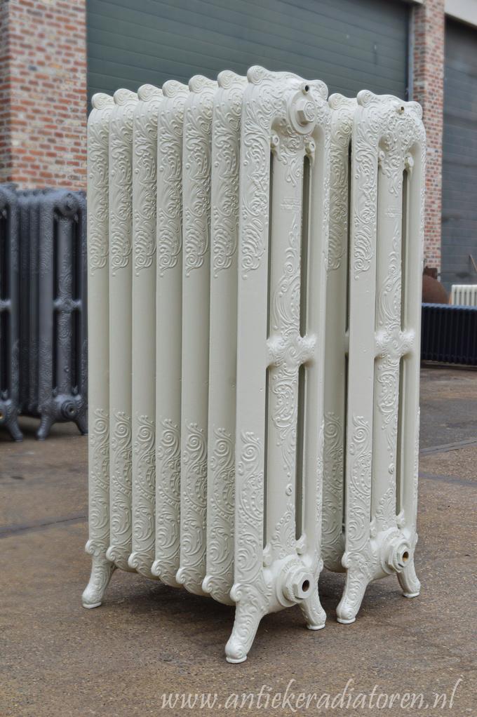 oude bewerkte radiator 13
