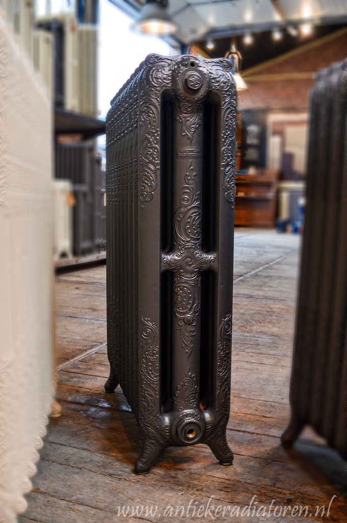 oude bewerkte radiator 142