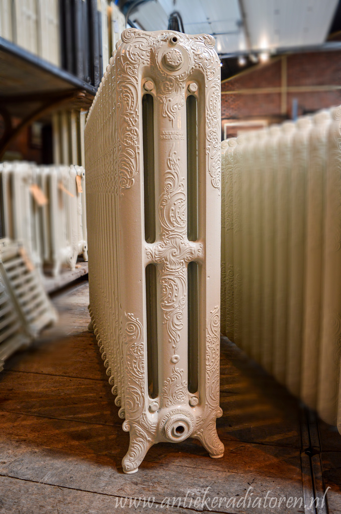 oude bewerkte radiator 150