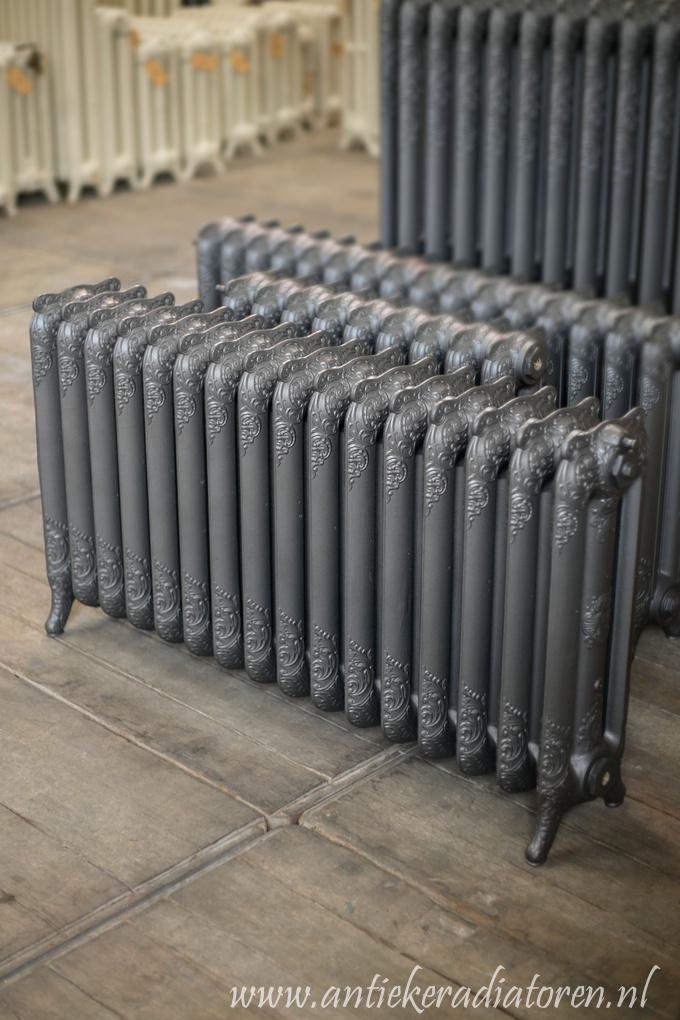 oude bewerkte radiator 17