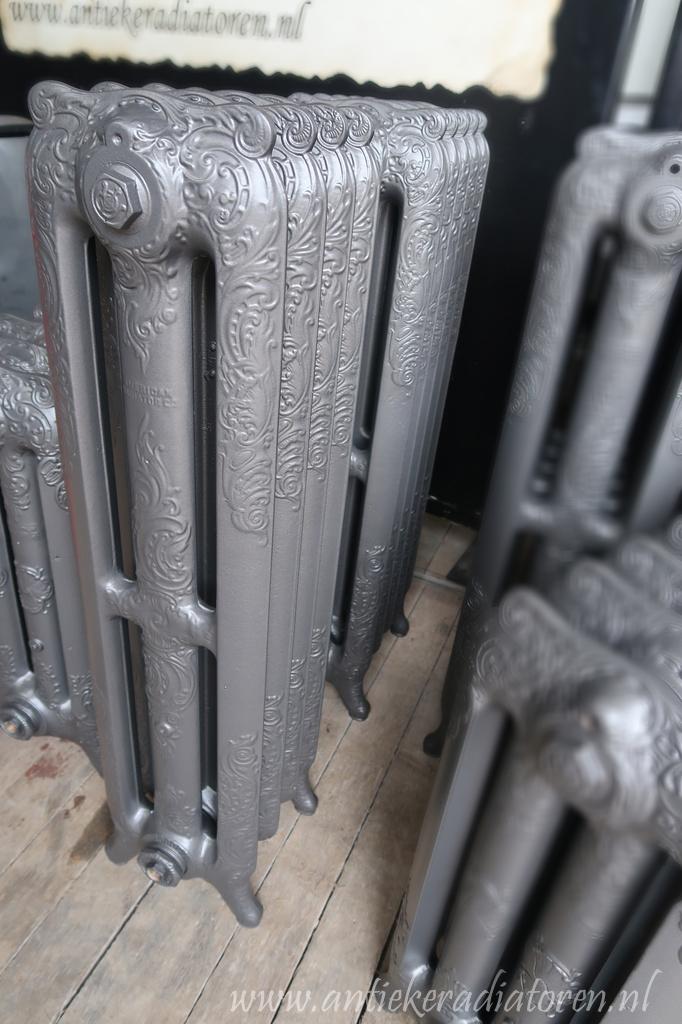 oude bewerkte radiator 171 172