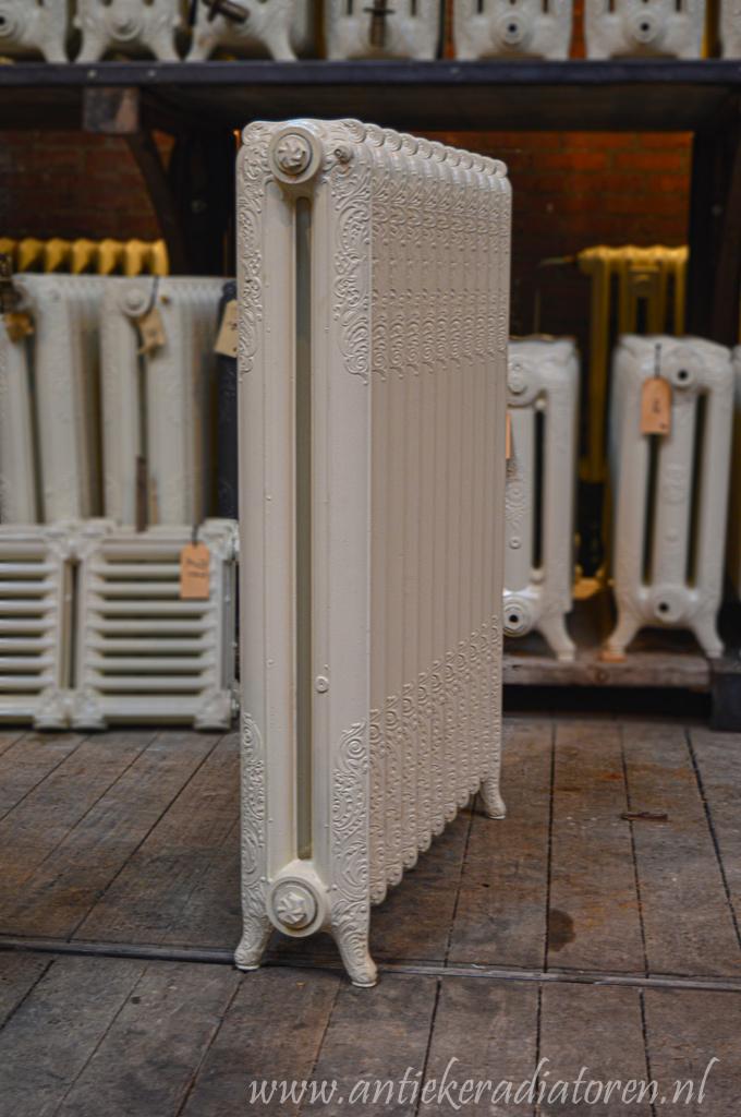 oude bewerkte radiator 236