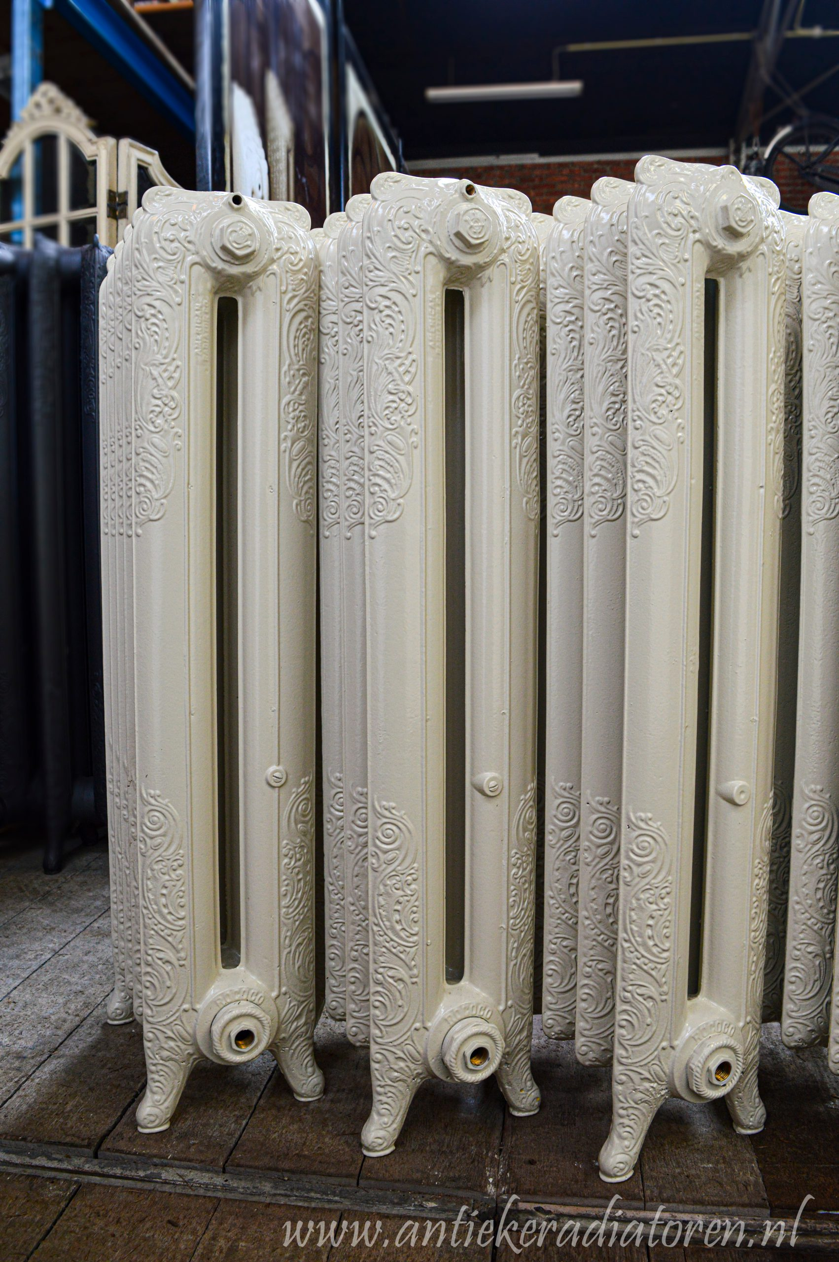 oude bewerkte radiator 238