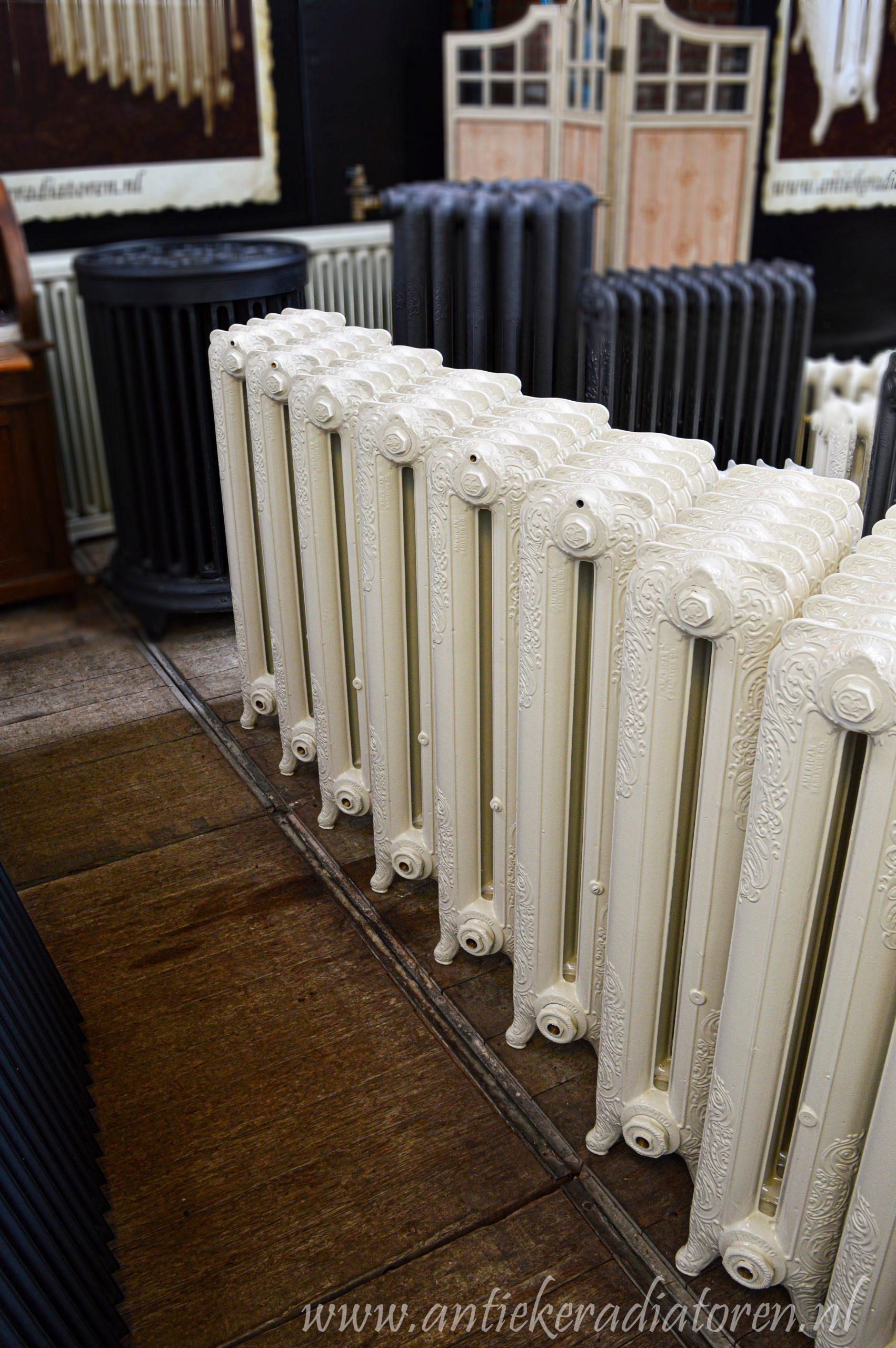 oude bewerkte radiator 239