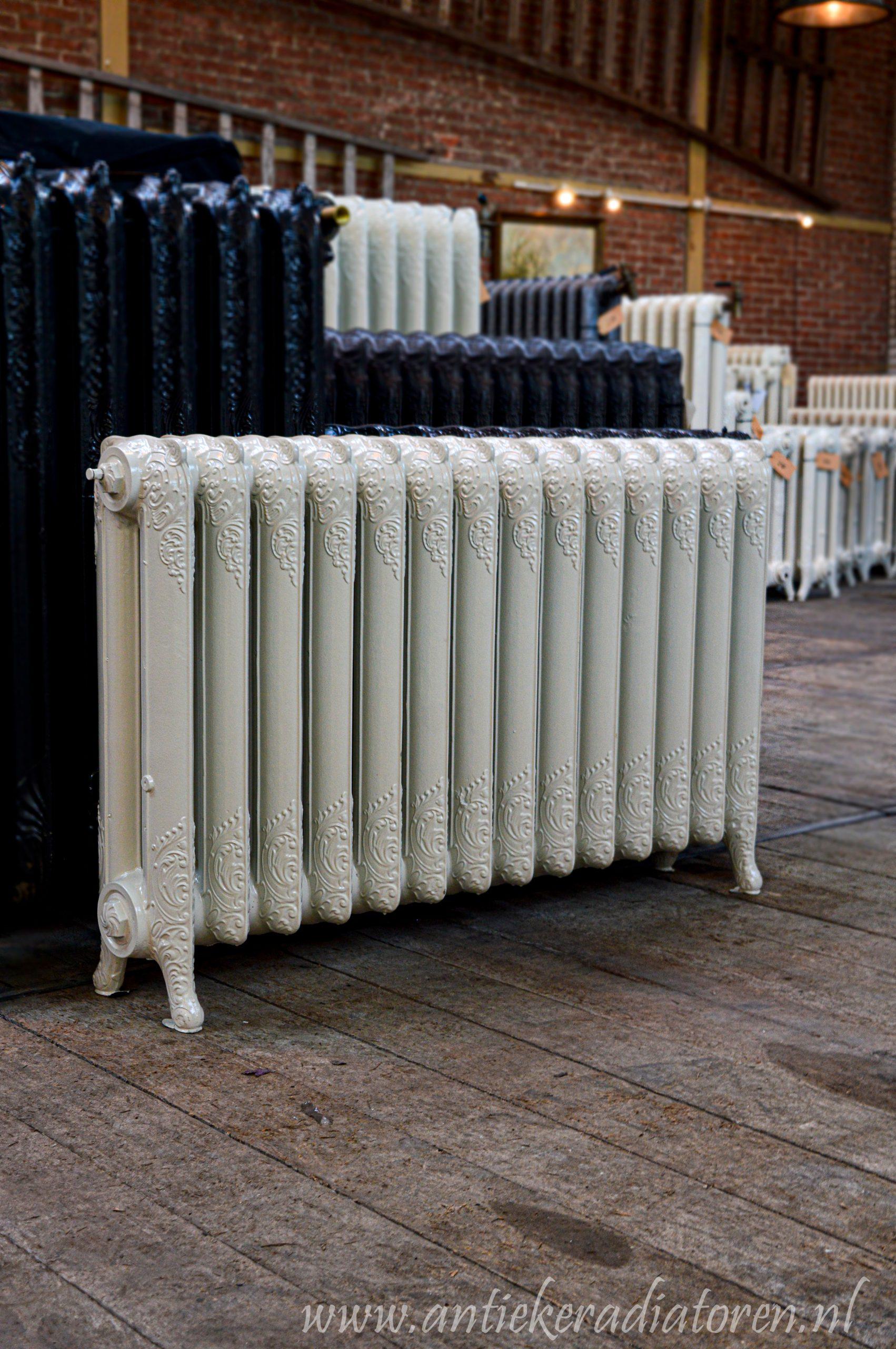 oude bewerkte radiator 255 b