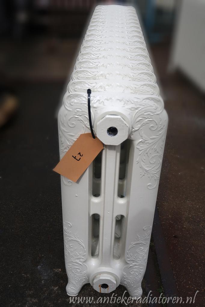 oude bewerkte radiator 27