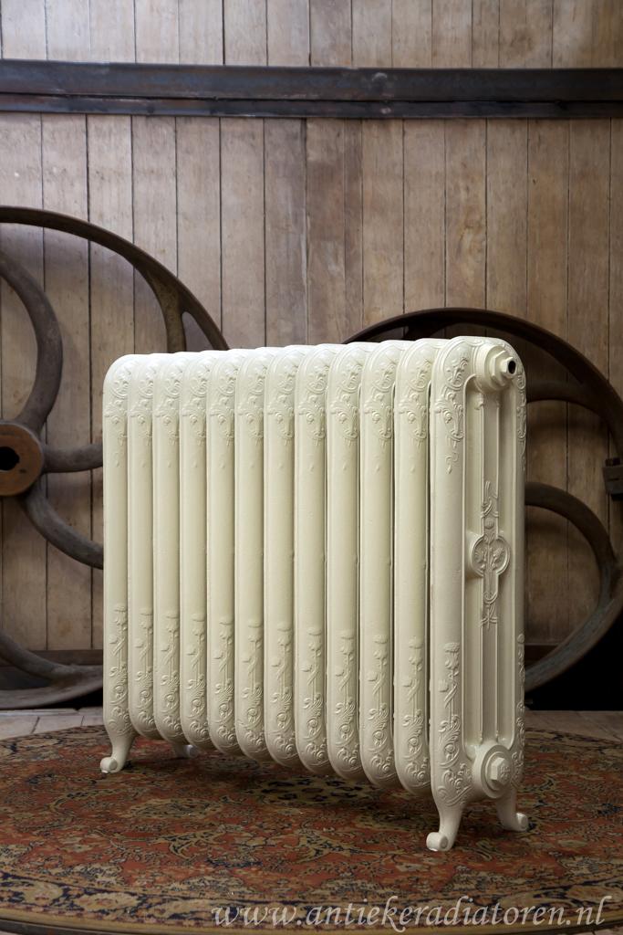 oude bewerkte radiator 62 a