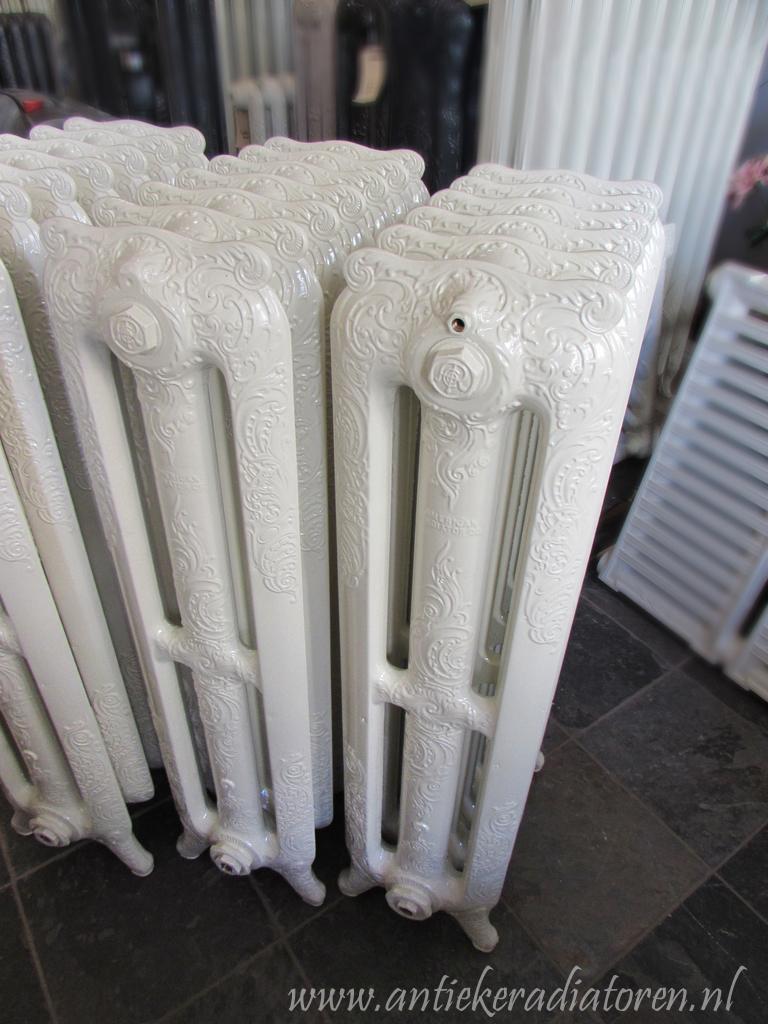 oude bewerkte radiator 75
