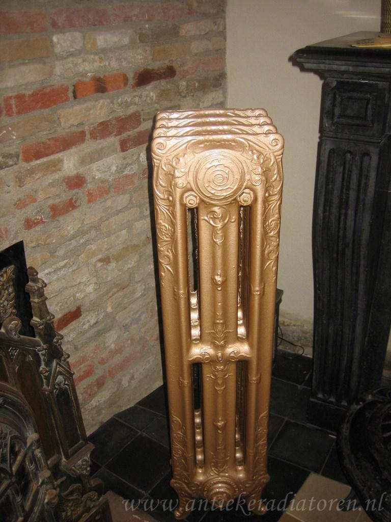 oude bewerkte radiator 81 e