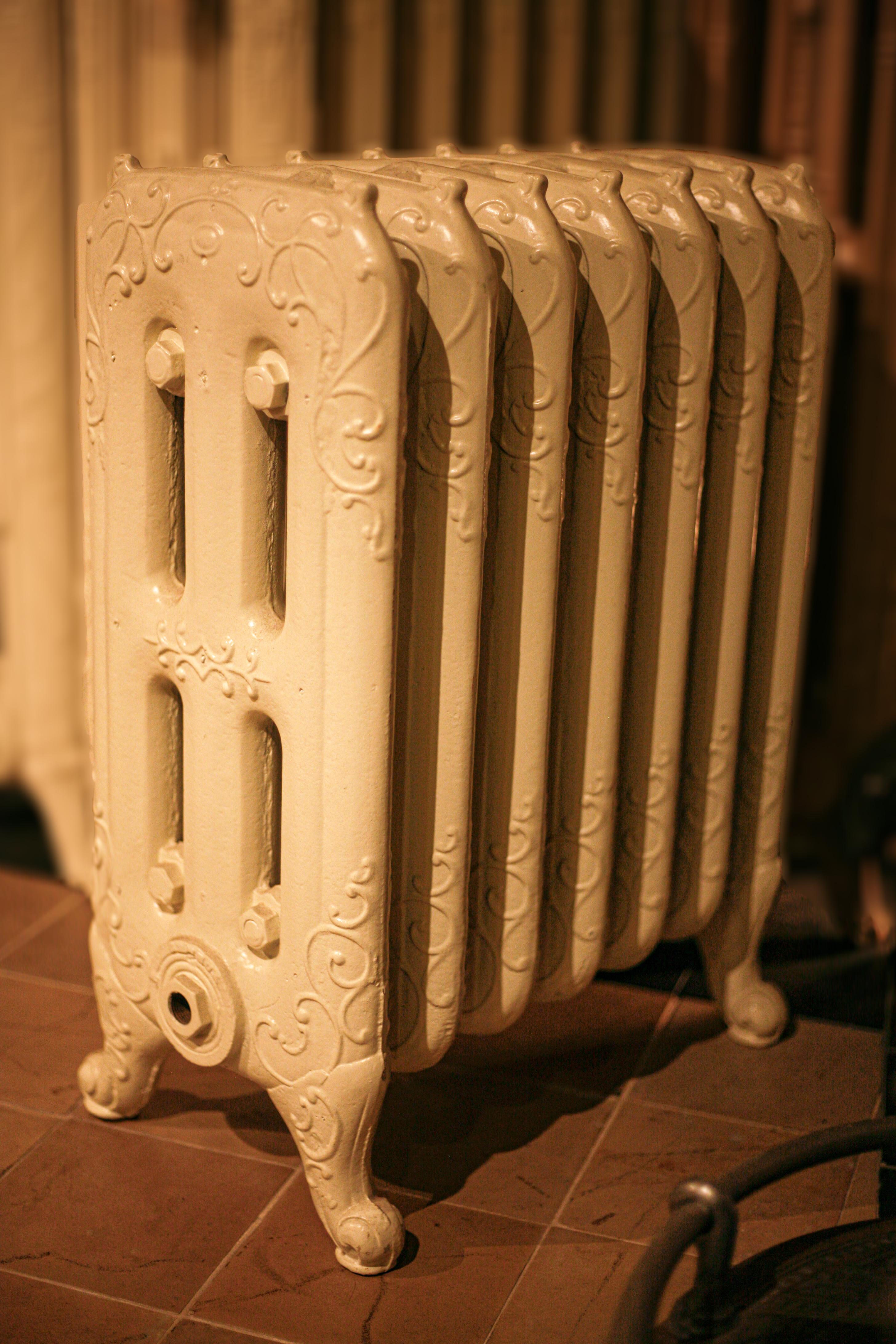 Lage unieke gietijzeren radiator