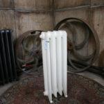 Oude brocante gietijzeren verwarming