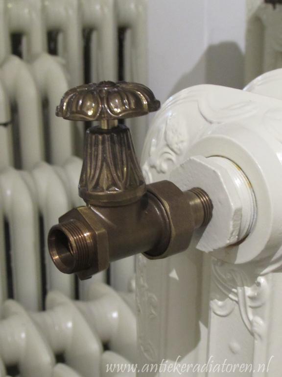 Vintage bloementjes radiatorkraan