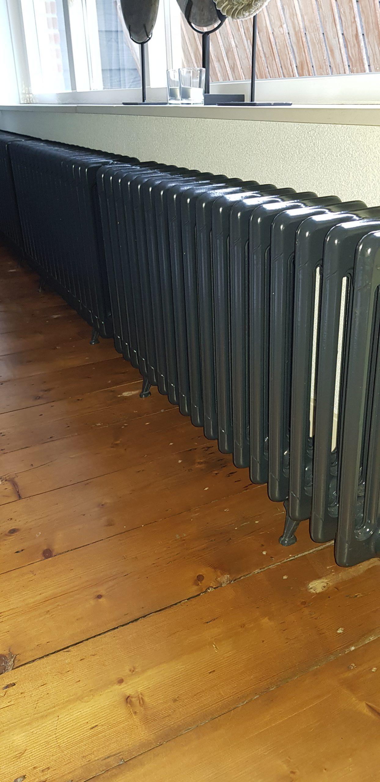 geplaatste gietijzeren radiator 114
