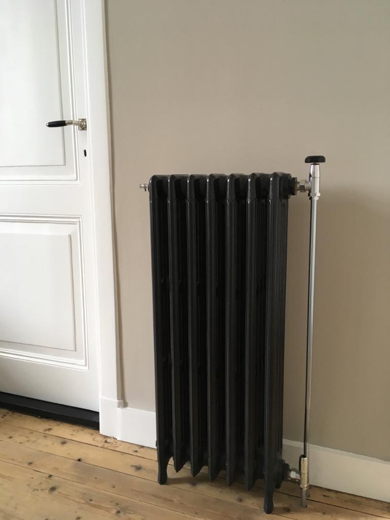 geplaatste gietijzeren radiator 128 c
