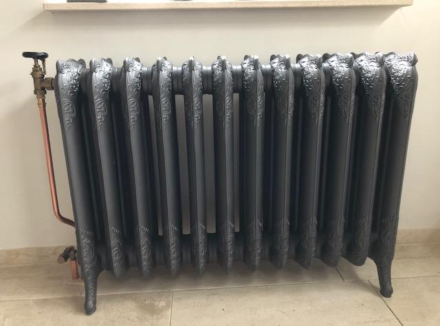 geplaatste gietijzeren radiator 131