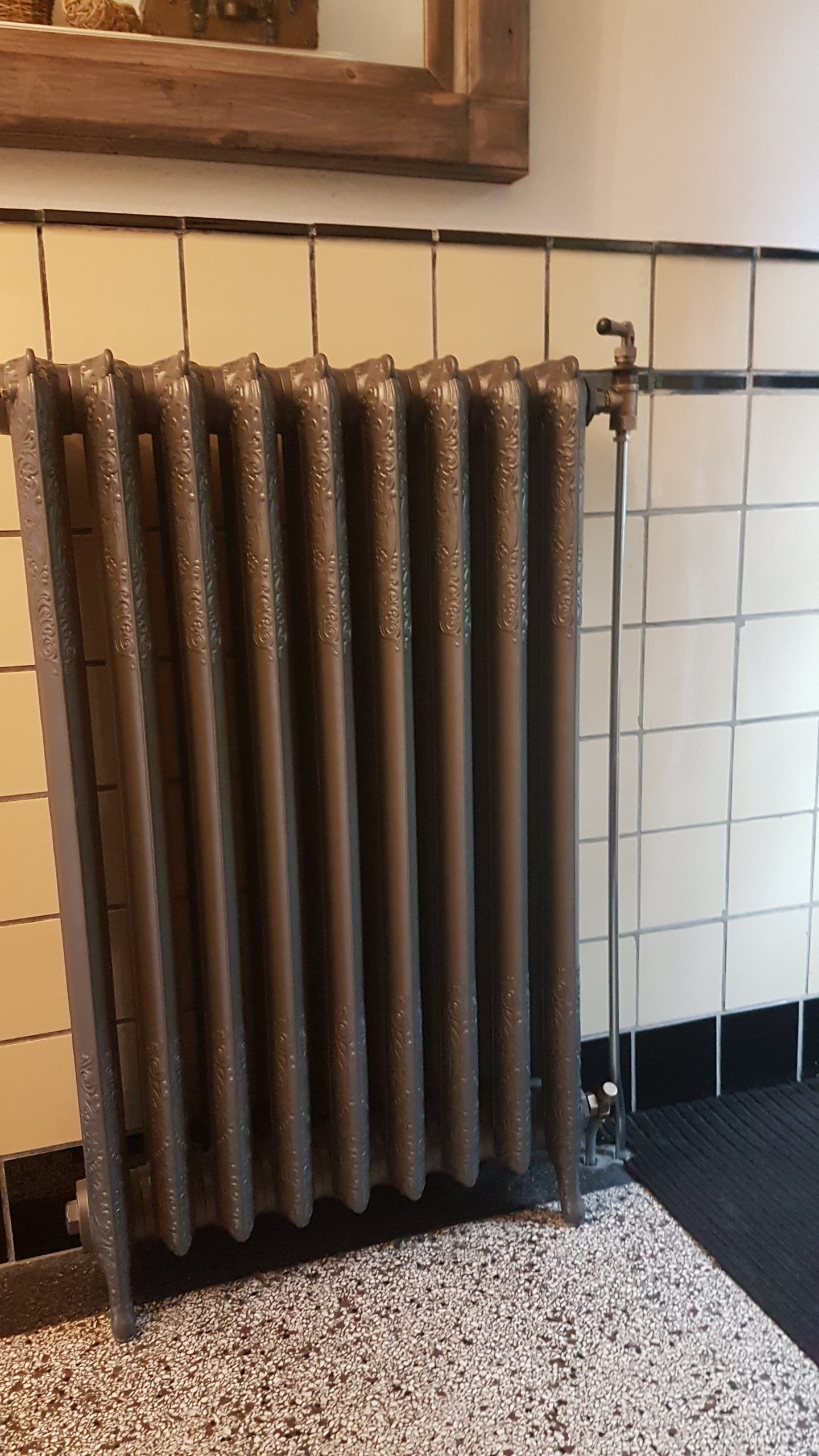 geplaatste gietijzeren radiator 133 b