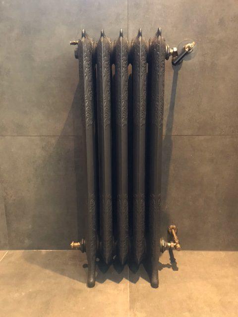 geplaatste gietijzeren radiator 134 a