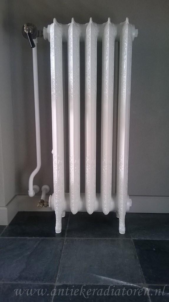 geplaatste gietijzeren radiator 93
