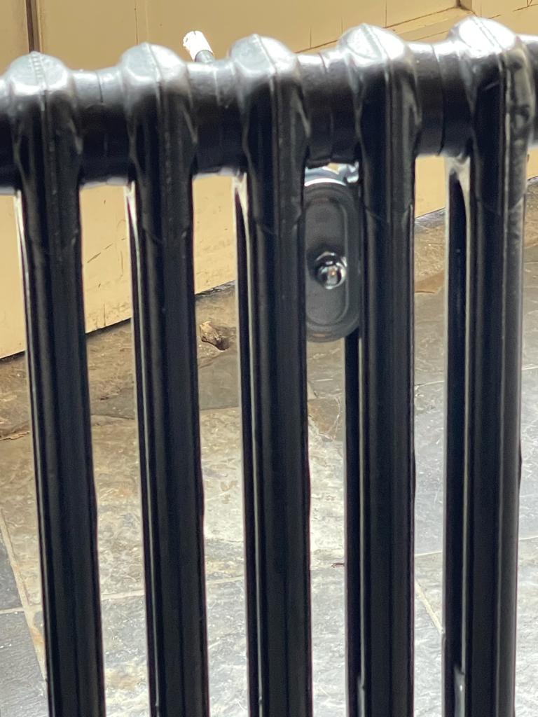 Muurbeugel/ophanging gietijzeren radiatoren
