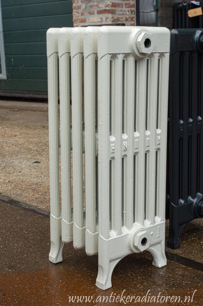 Retro gietijzeren radiator